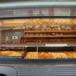 BACK-MASTER_320_Type_H_verkoopwagen_vitrine en broodplanken