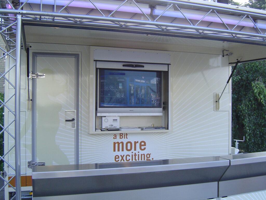 Fahnenbruck Combi Cooler koelwagen promotietrailer ingebouwd beeldscherm