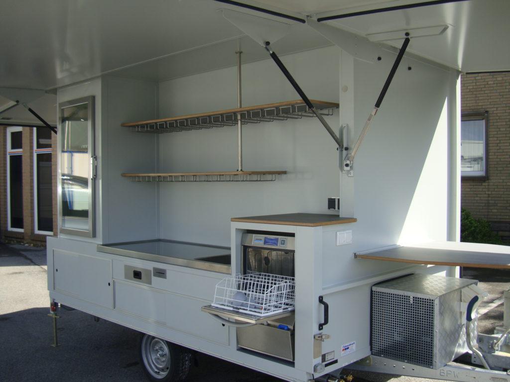 Fahnenbruck wijnpromotie en wijnverkoop aanhangwagen incl. koel en opbergruimte