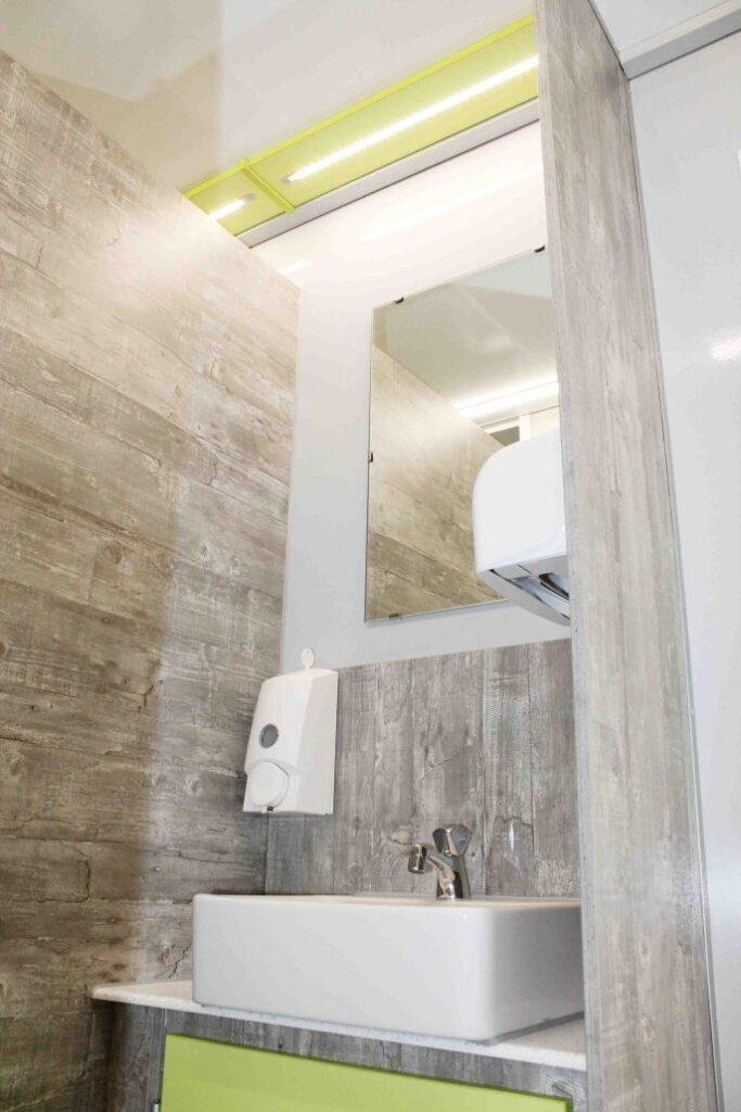 GAMO FTT320 toiletwagen, herencompartiment wastafel met spiegel