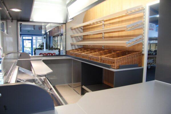 GAMO Retroliner Back & Snack verkoopwagen brood interieur