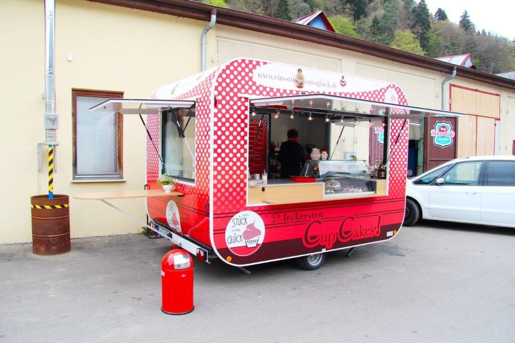 GAMO Retroliner Food-Truck, food trailer cup cake