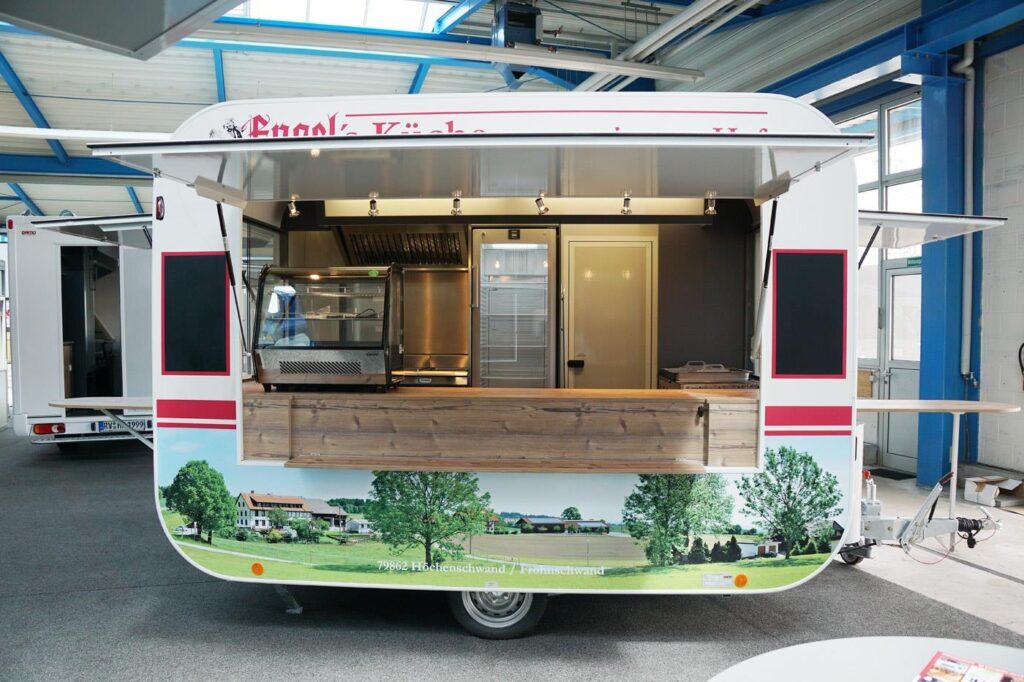 GAMO Retroliner Food-Truck, food trailer snacks en vlees