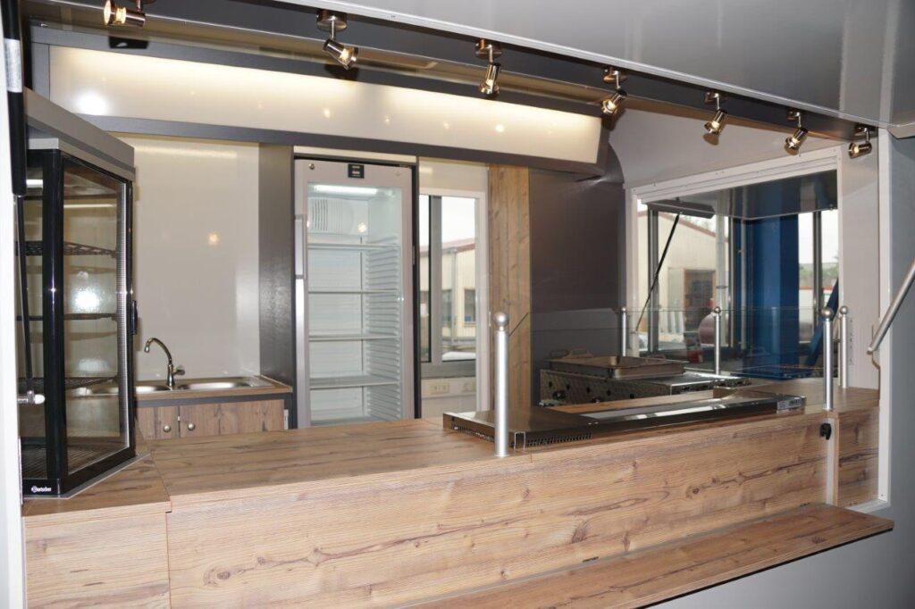 GAMO Retroliner Food-Truck, food trailer gegrild vlees