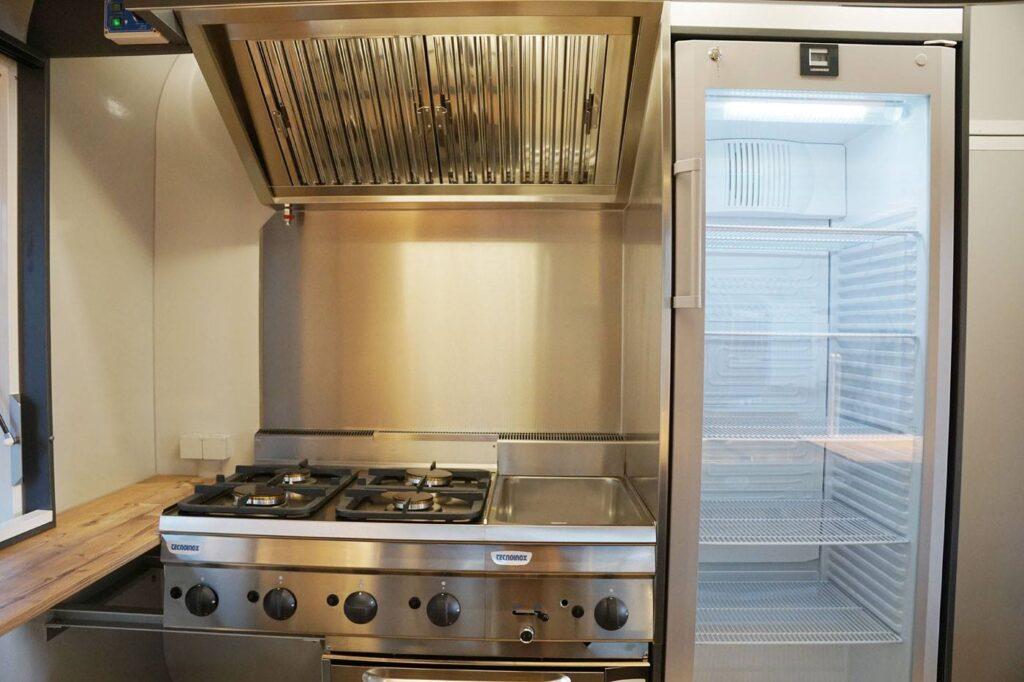GAMO Retroliner Food-Truck, food trailer bereidingswand