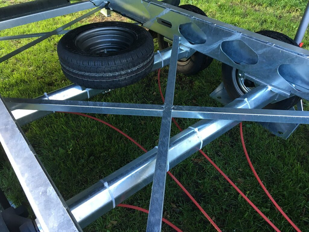 TwinTrailer Tridax Kruis in chassis
